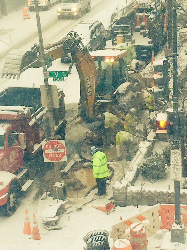 Crews repair a broken water main during 2016 blizzard